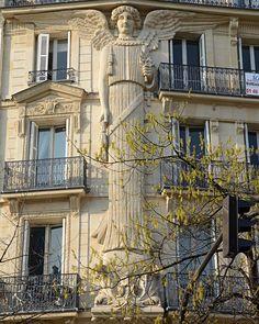 Rue de Turbigo. Angels are everywhere in le Marais!