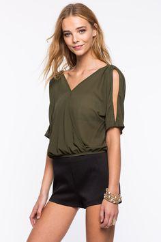 Блуза Размеры: S, M, L Цвет: ярко-синий, оливковый, малиновый, бирюзовый Цена: 1190 руб.   #одежда #женщинам #блузы #коопт