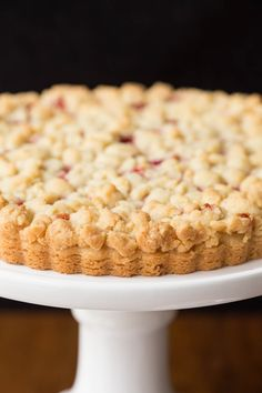 This Raspberry Jam Shortbread Tart has layers of melt-in-your-mouth shortbread crust, sweet raspberry jam and a buttery crumble topping! Tart Recipes, Sweet Recipes, Baking Recipes, Dessert Recipes, Dessert Tarts, Fudge Recipes, Curry Recipes, Baking Ideas, Just Desserts
