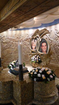 Harrods, London -Treasured Photos of Diana & Dodi al-Fayed Princess Diana Death, Princess Kate, Princess Of Wales, Diana Dodi, Dodi Al Fayed, Diana Memorial, Lady Diana Spencer, Department Store, Harrods