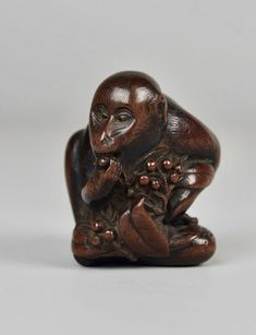 Netsuke of Monkey eating berries. Signed: 友一 (Tomokazu). Antique Japanese.