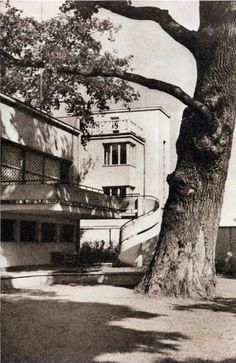 Lucjan Korngold & Piotr Lubiński, Warsaw, 1935 Bauhaus Style, Warsaw, Old Photos, Modern Architecture, Places To Go, Buildings, Art Deco, Polish, Exterior
