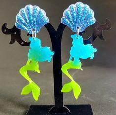 Orecchini ispirati a La Sirenetta con silhouette di Ariel e