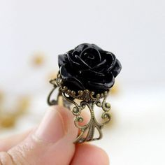 Vintage Black Rose Fashion Gothic Size Adjustable Ladies ❤ liked on Polyvore featuring jewelry, rings, flower jewelry, vintage jewellery, vintage flower ring, rose flower jewelry and gothic jewellery