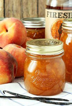 Bourbon Peach Jam with Brown Sugar and Vanilla Bean – Kolay yemek Tarifleri Jelly Recipes, Bean Recipes, Peach Jam Recipes, Drink Recipes, Pickle Vodka, Peach Preserves, Acerola, Jam And Jelly, Vegetable Drinks