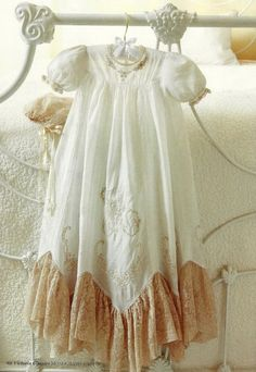 Little girls vintage baby dress . so fun! Vestidos Vintage, Vintage Dresses, Vintage Outfits, Vintage Fashion, Vintage Accessoires, Victoria Magazine, Shabby Chic, Christening Gowns, Baptism Gown