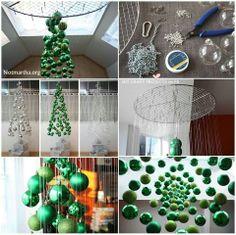 Hangende kerstboom van kerstballen
