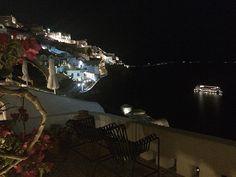 Quando essa é a vista do seu quarto muito provável você estar no lugar certo na hora certa!  #amo #JGD #Greece #Santorini #nofilter by pjora