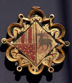Plaque with the arms of an Aragonese noble family, Spain, ca 1420 (Victoria and Albert Museum) -- photo by *Kotomi, 2009