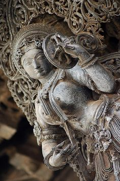 "A Surasundari (literally ""celestial beauty) - Darpani (mirror holder). Sculpture Head, Stone Sculpture, Ancient Indian Art, Ancient Art, Tantra Art, Apocalypse Art, Hindu Statues, India Art, Krishna Art"