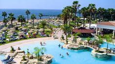 Cyprotel Cypria Maris sijaitsee hyvällä paikalla rannan läheisyydessä ja sopii aikuiseen makuun. All Inclusive -hotelli vastaanottaa vain yli 16-vuotiaita hotellivieraita. #aikuistenkesken #Cyprus