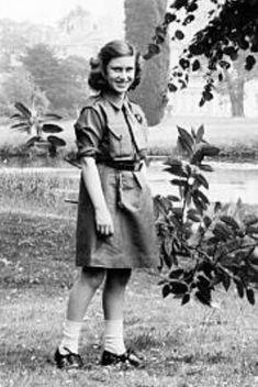 Margaret Rose, King George, Queen Elizabeth Ii, Reyes, England, Princess, Couple Photos, Couples, Style