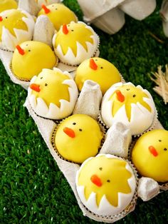 Cake it Pretty: Learn to make your own DIY Hatching Chicks Cake Pops - perfect for a Barnyard birthday party or even Easter! Cake Pop Tutorial, Diy Tutorial, Easter Cake Pops, Cupcakes Decorados, Party Fiesta, Easter Recipes, Egg Recipes, Dessert Recipes, Easter Desserts