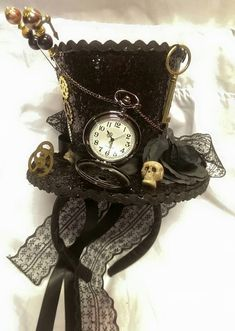 Steampunk Time Gothic Cosplay Black Mini Top Hat Real Pocket Watch Clocks Keys C. Steampunk Time Gothic Cosplay Black Mini Top Hat Real Pocket Watch Clocks Keys Clock Wheels Cogs Skulls Rose Alice Through The Looking Glass Steampunk Cosplay, Gothic Cosplay, Steampunk Outfits, Steampunk Clothing, Steampunk Fashion, Moda Steampunk, Steampunk Hut, Steampunk Top Hat, Steampunk Halloween