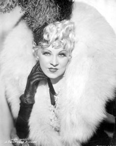 Mae West You want to talk about glamour? That was Mae West. Old Hollywood Glamour, Golden Age Of Hollywood, Vintage Glamour, Vintage Hollywood, Hollywood Stars, Classic Hollywood, Hollywood Icons, Hollywood Lights, Hollywood Divas