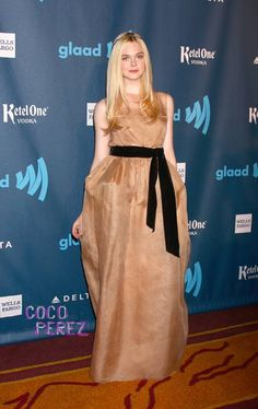 elle fanning awared photos | Elle Fanning looks like a fairy princess at the GLAAD Media Awards