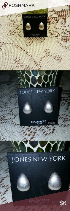 Tear drop  costume pearl clip earrings Pretty tear drop pearl clip earrings Jones New York Jewelry Earrings