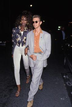 Iman et David Bowie à Paris en 1991 | Le couple Iman et David Bowie en 20 clichés inspirants | Vogue Paris Iman Bowie, Iman And David Bowie, Peter Beard, Glam Rock, Vogue Paris, Beverly Hills, London Theatre, Vintage Hipster, Pretty Men