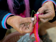 A Lanten ethnic minority woman sews traditional clothing outside her home Ban Houey Liey Luang Namtha province Lao PDR The Lanten or Yao Mun are a...