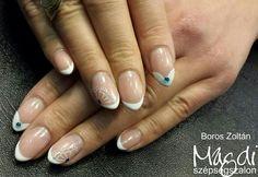 Kezd a heted egy ilyen cuki, kék-fehér színű körömmel   www.magdiszepsegszalon.hu/kezeslabapolas  #nails #körmök