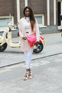 *Jacket: ASOS, Top: Missguided, Necklace: Missguided, *Bag: Accessoryo *Jeans: Lilylulu