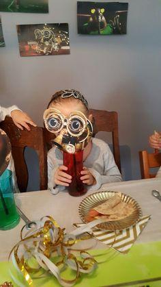 Robot-mask-straw