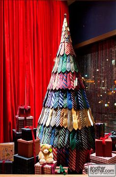 201112 d7h 17709 brooksbros 0 Brooks Brothers Holiday 2011 Window Displays Christmas Tie Tree...we LOVE this idea