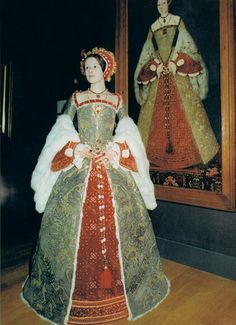 The portrait is of Katherine Parr, attributed to Master John, oil on panel, circa National Portrait Gallery, London. CATHERINE PARR costume made for the Mode Renaissance, Costume Renaissance, Medieval Costume, Renaissance Clothing, Renaissance Fashion, Elizabethan Fashion, Tudor Fashion, Elizabethan Era, Tudor Costumes