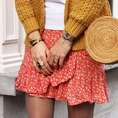 Summer look - Skirt - Yellow cardigan - Sieraden - Bloemetjes rokjes - Outfit - Fashion - Flower Wrap Skirt - Red