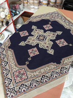 Cross Stitches, Cross Stitch Patterns, Star Patterns, Elsa, Bohemian Rug, Initials, Diy Crafts, Embroidery, Tapestries