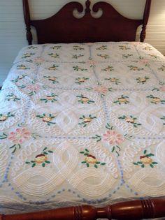 exquisite vintage chenille bedspread with rose garlands dessus de lit pinterest chenille. Black Bedroom Furniture Sets. Home Design Ideas