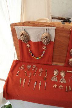 Haithabu - brooches, hangers, keys, earspoons, etc