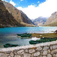 Lagunas Llanganuco Peru #peru #visitperu #southamerica #beautifullakes #landscapephotography #lagunasllanganuco by proximatrip