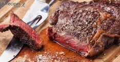 Our most grandiose cuts all in one share. Six thick steaks, for those who go big or go home. Accompanied by 2 Chuck Eye Steaks and Dry-Aged Ground Beef. Boneless Ribeye Steak, Grilled Pork Steaks, Ribeye Roast, Boneless Ribs, Roast Brisket, Beef Tenderloin, Pork Roast, Boeuf Angus