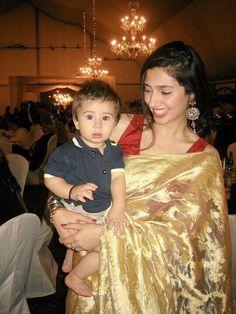 Throwback mahira with her baby boy❤❤ Pakistani Designer Suits, Pakistani Models, Pakistani Actress, Pakistani Dresses, Indian Dresses, Most Beautiful Faces, Beautiful Celebrities, Beautiful Women, Indian Attire