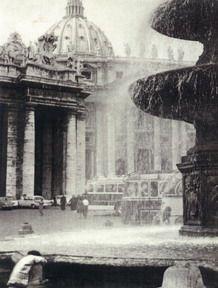 Woda w mieście - Rzym, plac św. Piotra. Foto. Janusz A. Włodarczyk, 1963
