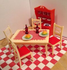 VINTAGE RENWAL DOLL HOUSE MINIATURES Kitchen Table Chairs