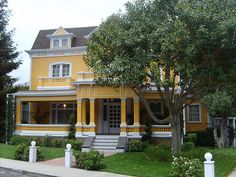 Gabrielle solis's house from desperate housewives is always really nice Desperate Housewives House, Dream Home Design, House Design, Gabrielle Solis, Stage Set, Housewife, Colorful Decor, Really Cool Stuff, Kitchen Remodel