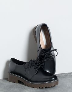 Sapato com cordões Bershka - Calçado raso - Bershka Portugal