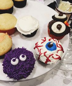 """Kylie Cupcakes. Monster Eyeball Owl"""