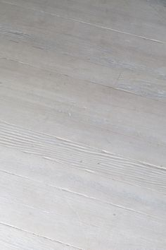 Whitewashed floors with BM Pale Oak OC-20 - For the family room?