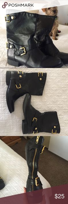 Black Steve Madden boots Excellent condition! Black leather boots with man-made sole. Boot zips up the back and buckles in two areas. Hits mid-calf. Wonderful boots to add to your wardrobe! Steve Madden Shoes Combat & Moto Boots