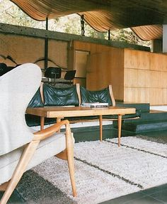 Architecture & Habitat: Hugh Buhrich House studied by Susan Jin-Young Yu and Aristotle Marc Go Interior And Exterior, Interior Design, Living Room Sectional, Vintage Interiors, Textured Wallpaper, Bungalows, Mid-century Modern, Vintage Modern, Interior Inspiration