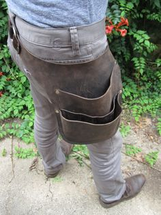 Leather Tool Belt Leather Tool Belt, Leather Apron, Leather Tooling, Leather Bag, Sistema Drywall, Leather Workshop, Hip Bag, Leather Projects, Leather Accessories