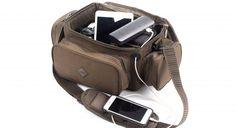 KEVIN NASH TECH BAG Versatile anche nelle condizioni più estreme e perfetto per proteggere i vostri strumenti - è il bagaglio a mano in grado di conservare tablet, batterie, cellulari e perfino fotocamere DSLR con lenti di ricambio.