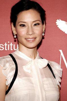 Lucy Liu classic pearl drop earrings