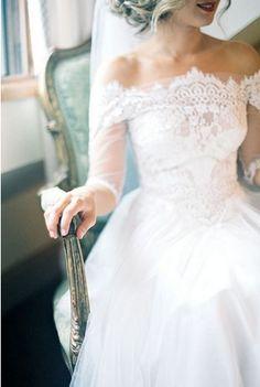 off-the-Shoulder Wedding Dresse