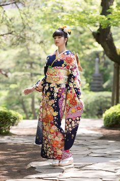 Kyoto Kimono Yuzen I – N. InternationalYou can find Japanese kimono and more on our website.Kyoto Kimono Yuzen I – N. Japanese Outfits, Japanese Fashion, Japanese Girl, Asian Fashion, Japanese Geisha, Furisode Kimono, Kimono Dress, Traditional Japanese Kimono, Traditional Dresses