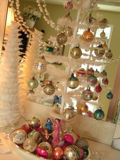 Feather_tree_with_vintage_glass_bul