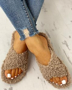 Item ID: Upper Material:Fluff Occasion:Daily,Casual,Household Gender:Women Style:Casual Theme:Summer/Spring/Fall Shipping Receivin Trend Fashion, New Fashion, Fashion Shoes, Fasion, Style Fashion, Womens Fashion, Toe Ring Sandals, Flat Sandals, Shoes Sandals